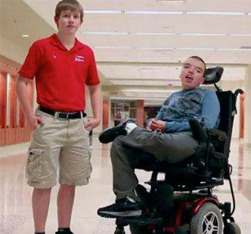 Tim Balz poses with Steven Scholl, who inspired him to start Freedom Chairs. Source: FreedomChairs.org