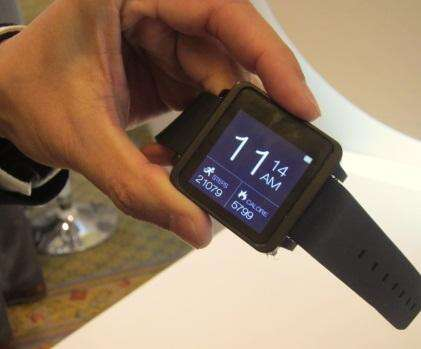 MediaTek shows off a smart watch based on the company's Aster wearable SoC at the CES.